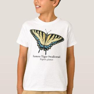 Le papillon de machaon de tigre badine le T-shirt