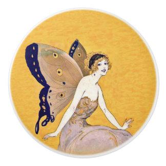 Le papillon vintage s'envole les cheveux blonds