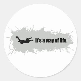 Le parachutisme est un mode de vie sticker rond