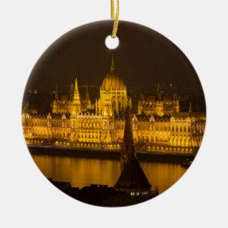 Le Parlement hongrois Budapest par nuit Ornement Rond En Céramique