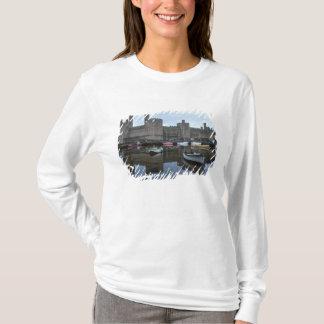 Le Pays de Galles, château de Caernarfon, un T-shirt