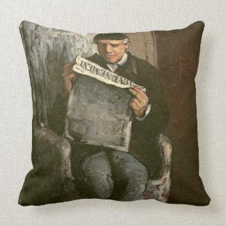 """Le père de l'artiste, lisant """"L'Événement"""", 1866 Oreillers"""