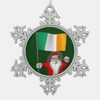 Le père noël avec le drapeau de l'Irlande Ornement Flocon De Neige Pewter