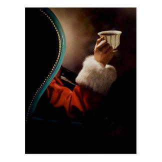 Le père noël faisant une pause le réveillon de carte postale
