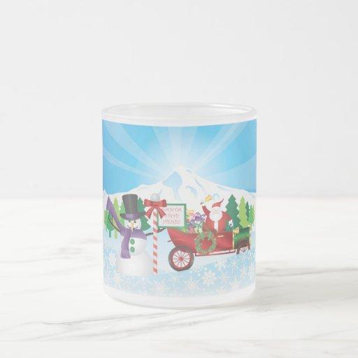 Le père noël sur la tasse vintage de scène d'hiver