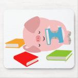 Le petit amoureux des livres (porc mignon de bande tapis de souris