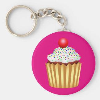 Le petit gâteau avec arrose et cerise sur le porte-clés