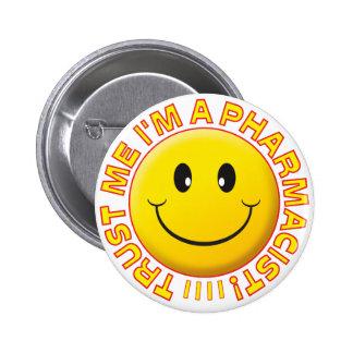 Le pharmacien me font confiance souriant badges