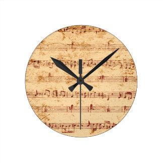 Le piano grunge note la feuille de musique horloge ronde
