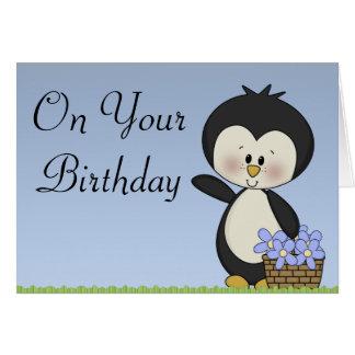 Le pingouin sourit carte de joyeux anniversaire
