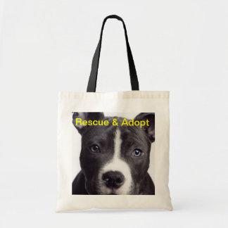 Le pitbull délivrance et adoptent sacs de toile