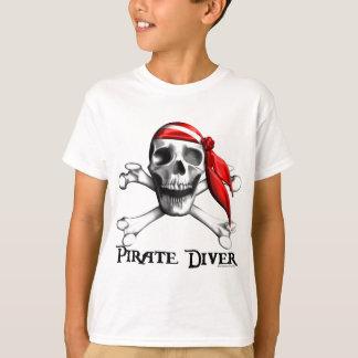 Le plongeur de pirate badine le T-shirt