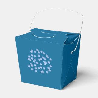 Le pois bleu sort le ballotin ballotins