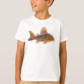 Le poisson-chat de Corydoras badine le T-shirt