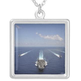 Le porte-avions USS Abraham Lincoln Collier