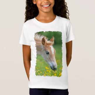Le poulain mignon de cheval de Haflinger fleurit T-Shirt