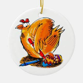 le poulet de caricature d'oeuf de pâques peint ses ornement rond en céramique