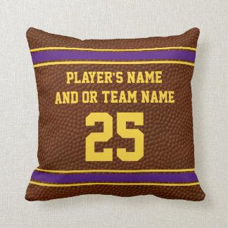 Le pourpre et le football d'or repose votre nom, oreillers