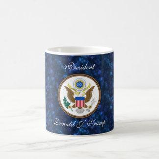 """Le """"Président Donald J. Trump"""" et phoque de POTUS Mug"""