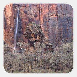 Le pupitre et la cascade éphémère sticker carré