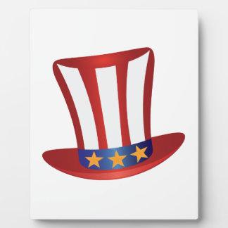 Le quatrième de l'or de casquette de juillet tient photos sur plaques