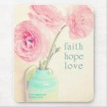 le ranunculus d'amour d'espoir de foi fleurit 1 le tapis de souris