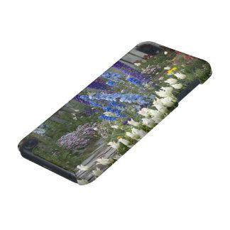 Le ressort fleurit le long d'un chemin de jardin,  coque iPod touch 5G