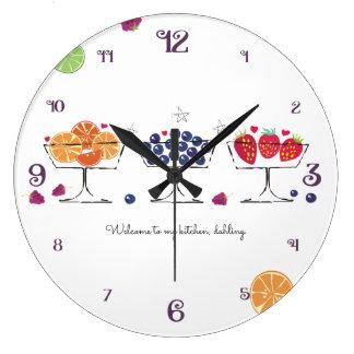 Le rétro dessert de fruit bombe l'horloge de grande horloge ronde