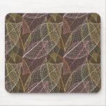 Le rétro motif mignon avec l'automne pousse des fe tapis de souris
