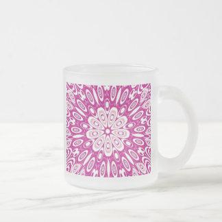 Le rétro rose de fille mignonne de poule mouillée tasse