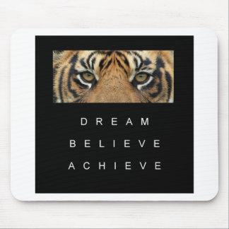 le rêve croient réalisent des yeux de tigre tapis de souris