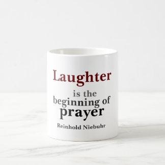 Le rire est le début mug