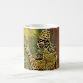 Le Roi assyrien tasse