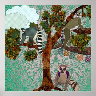 Le Roi Jullian et lémurs sur une damassé P de vert Poster