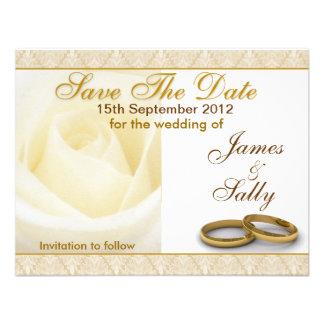 Le rose blanc et les anneaux de mariage sauvent la invitations