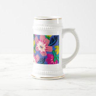 Le rose fleurit tasse de Stein d'or blanc