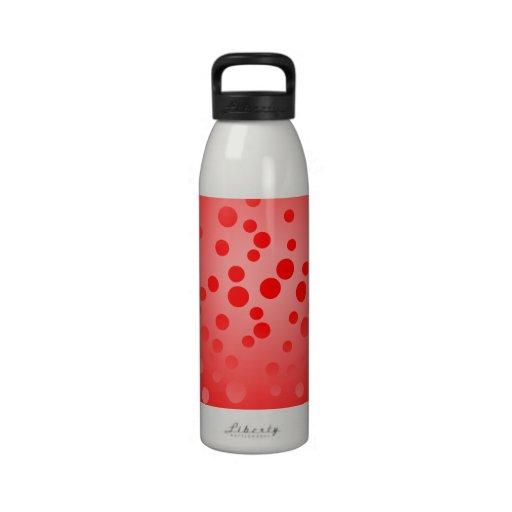 Le rouge pointille la bouteille d'eau
