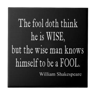 Le sage d'imbécile se sait citation de Shakespeare Petit Carreau Carré