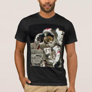 Le salut d'un héros d'Apollo 17 II T-shirt
