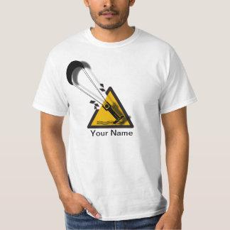 Le saut. Chemise surfante d'humour de cerf-volant T-shirt