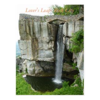 Le saut de l'amant à la carte postale de ville de