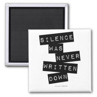 Le silence n'a été jamais noté… magnet carré