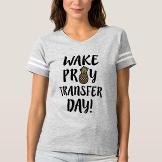 Le sillage prient la chemise de maman du T-shirt