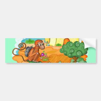 Le singe avec la longue queue badine l'adhésif pou autocollant de voiture
