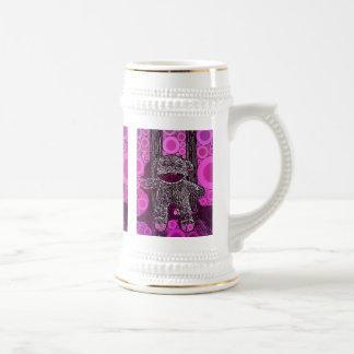 Le singe génial de chaussette entoure l'art de chope à bière