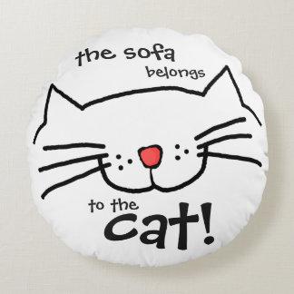 Le sofa appartient au chat - blanc coussins ronds