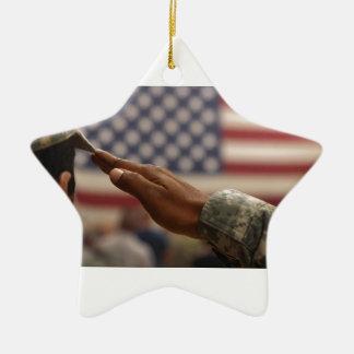 Le soldat salue le drapeau des Etats-Unis Ornement Étoile En Céramique