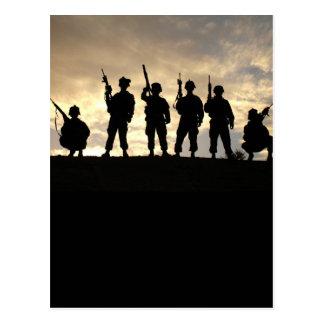 Le soldat silhouette la carte postale