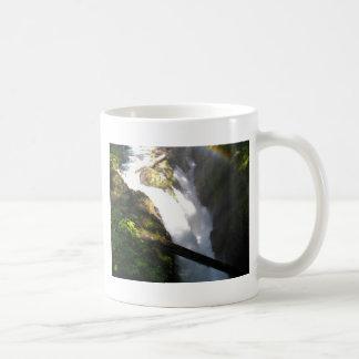 Le solénoïde Duc tombe tasse de café olympique de
