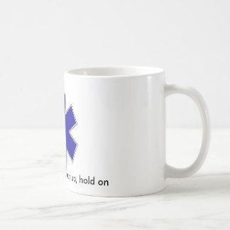 le star_of_life, entrent, s'asseyent, fermé, prise mug